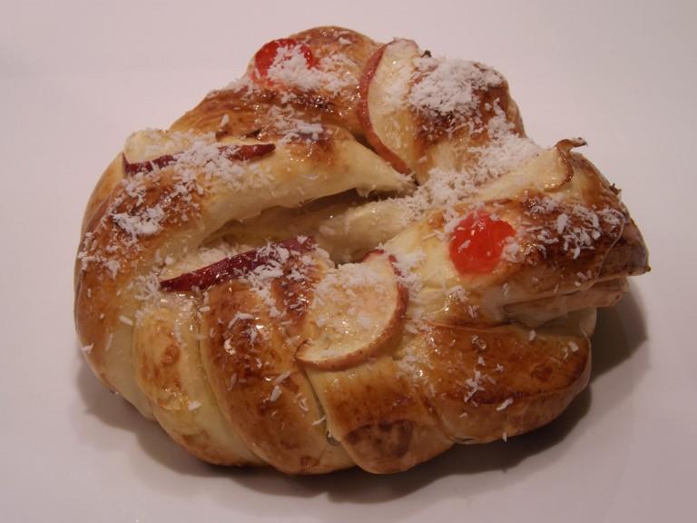 rosca doce coberta com fruta,3453